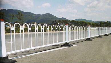 道路隔离护栏.jpg