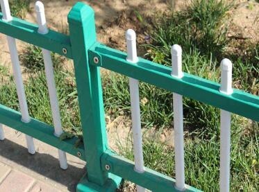 草丛护栏.jpg