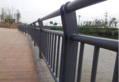 桥梁护栏.jpg